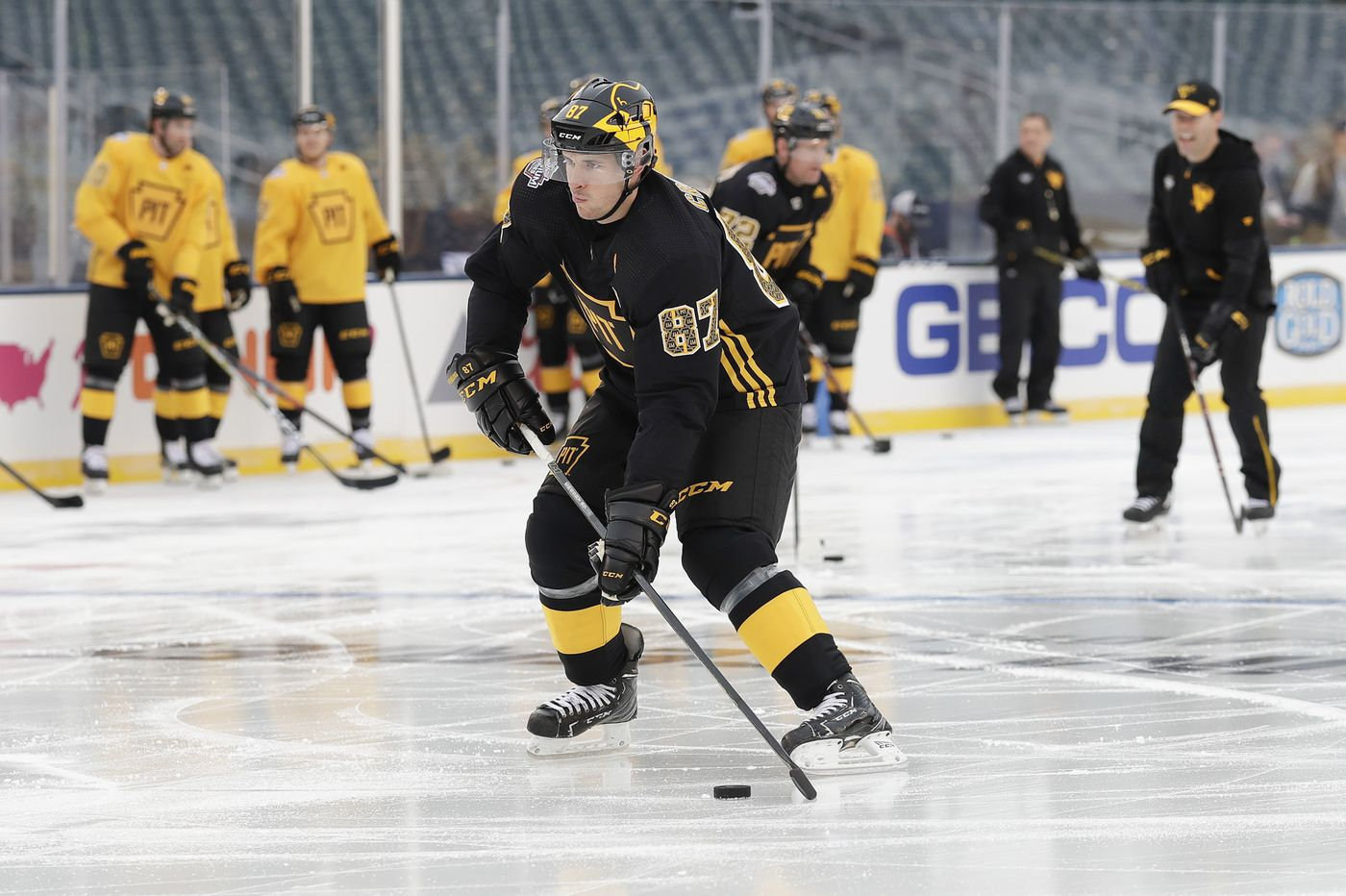 If rain delays Flyers-Penguins Stadium Series game, Pens' Sidney Crosby wouldn't mind spending more time in Philly