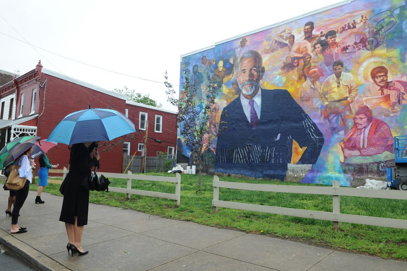 New mural in West Philadelphia honors the legacy of '60 Minutes' correspondent and journalist Ed Bradley