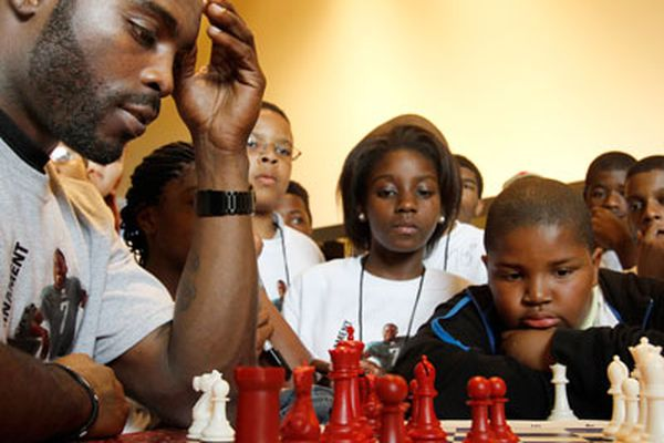 Vick thrown for a loss ... in chess