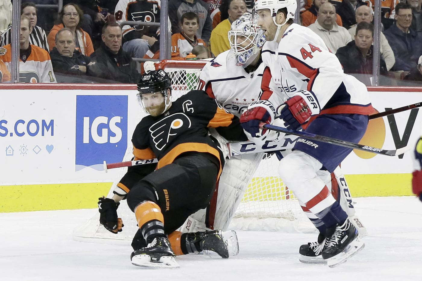 Capitals hold off late charge from shorthanded Flyers and win, 5-3