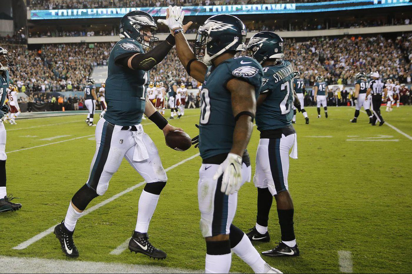 Eagles' Carson Wentz shows Monday Night Football audience what all the fuss is about