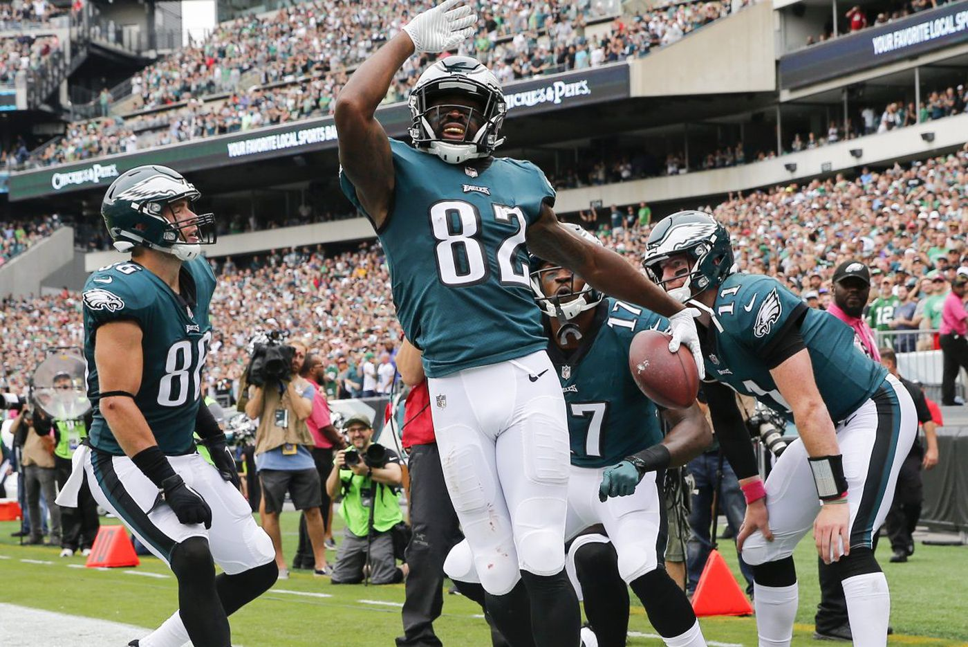 Fans and oddsmakers excited about Eagles; players don't want to hear it