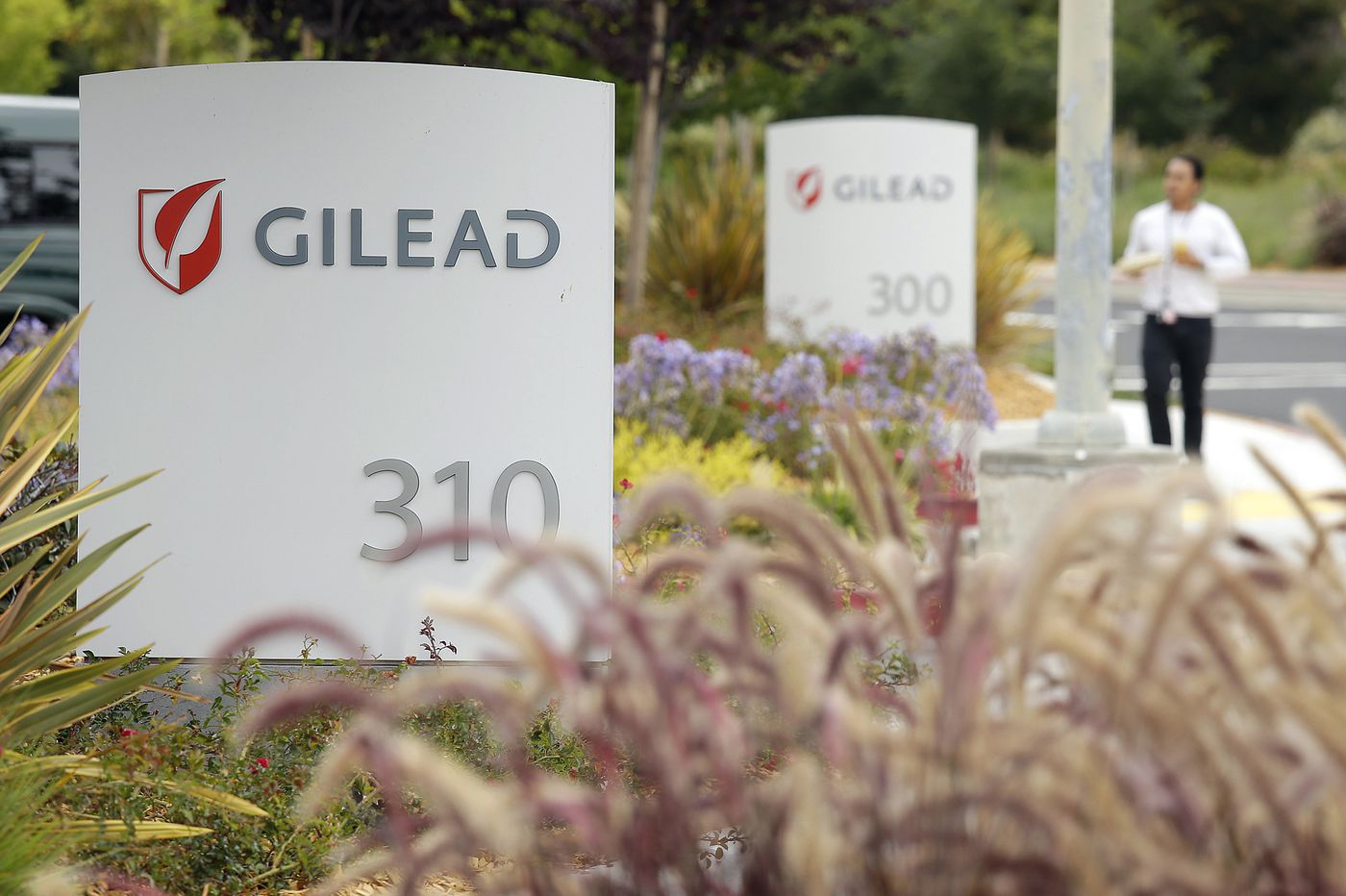 Gilead's COVID-19 drug seen in short supply for Americans