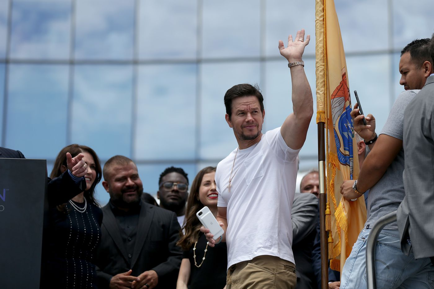 Crazy day at Atlantic City sportsbook as Mark Wahlberg bets the Eagles, Patriots and … Browns