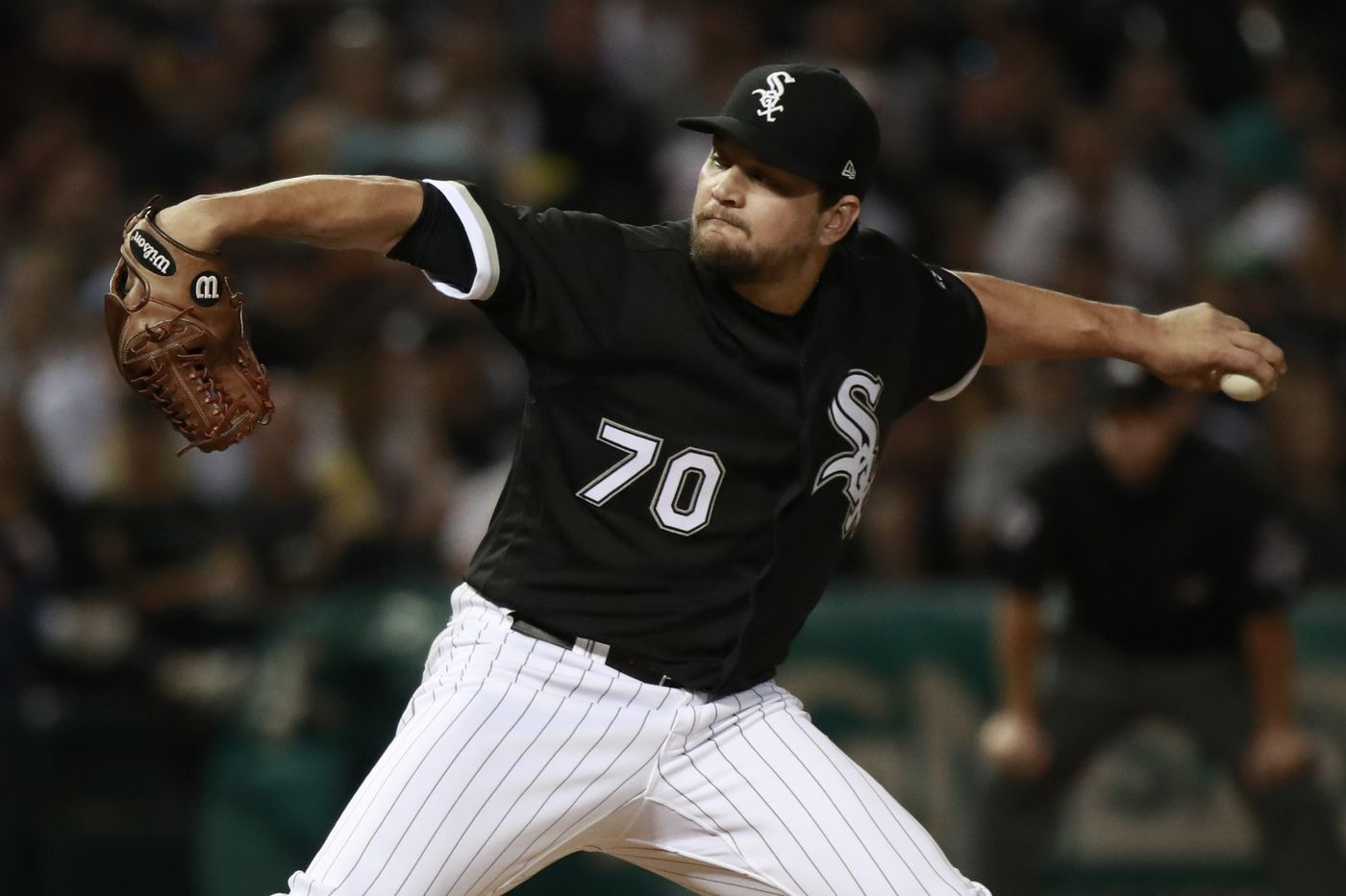Phillies acquire lefthanded reliever Luis Avilan in trade with White Sox