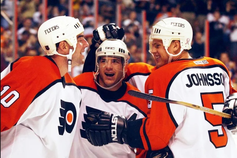 Mark Recchi (center) celebrating after a goal in a 2001 Flyers game.