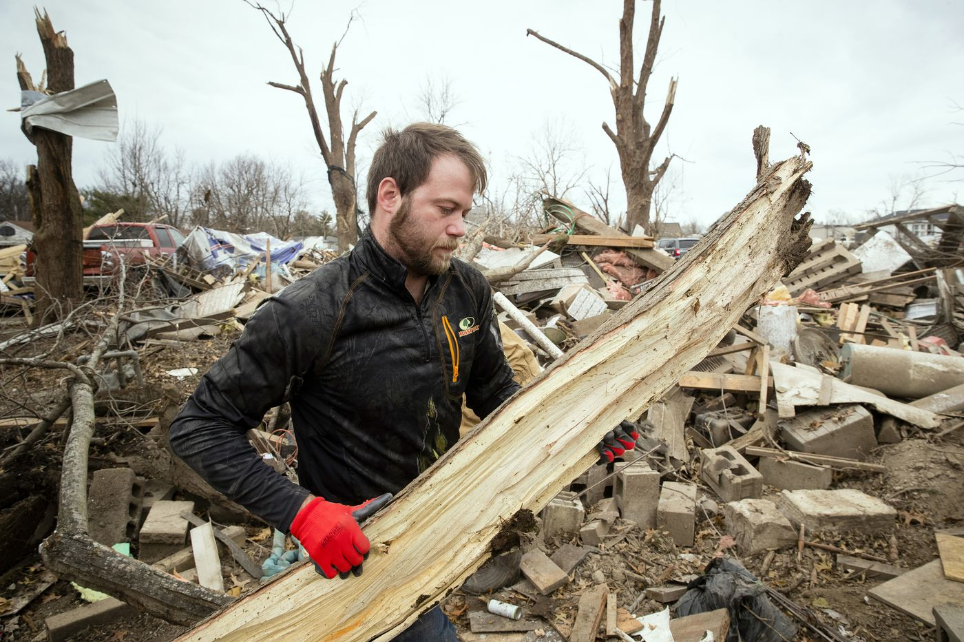 Rare December tornadoes reported in central US, killing 1