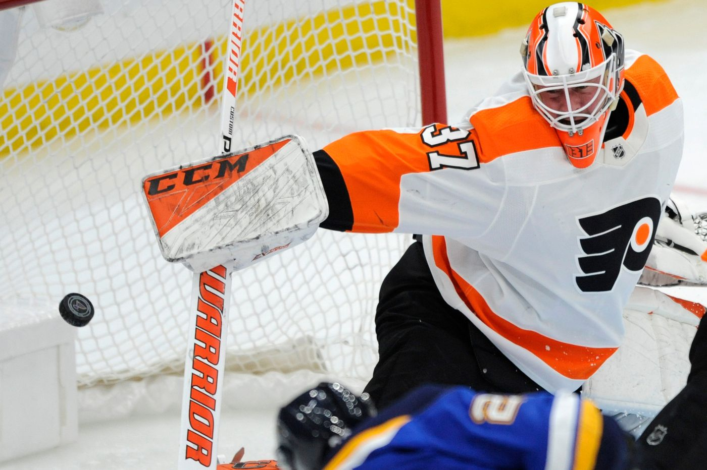 'Embarrassing' Flyers lose to Blues, who set franchise record for fastest five goals scored