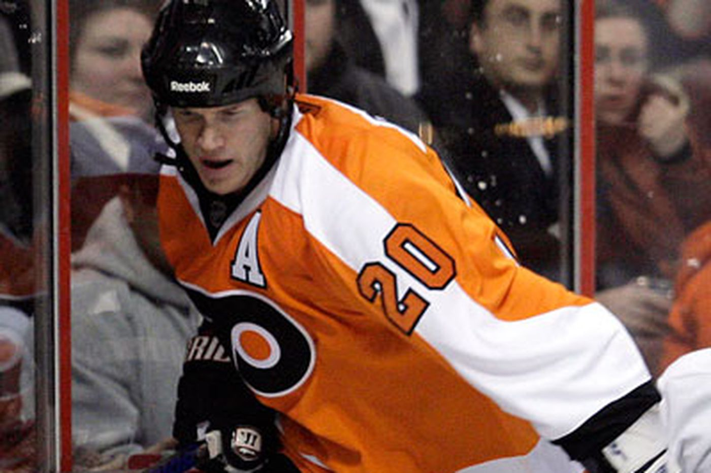 Flyers' Pronger to miss 4-6 weeks after surgery