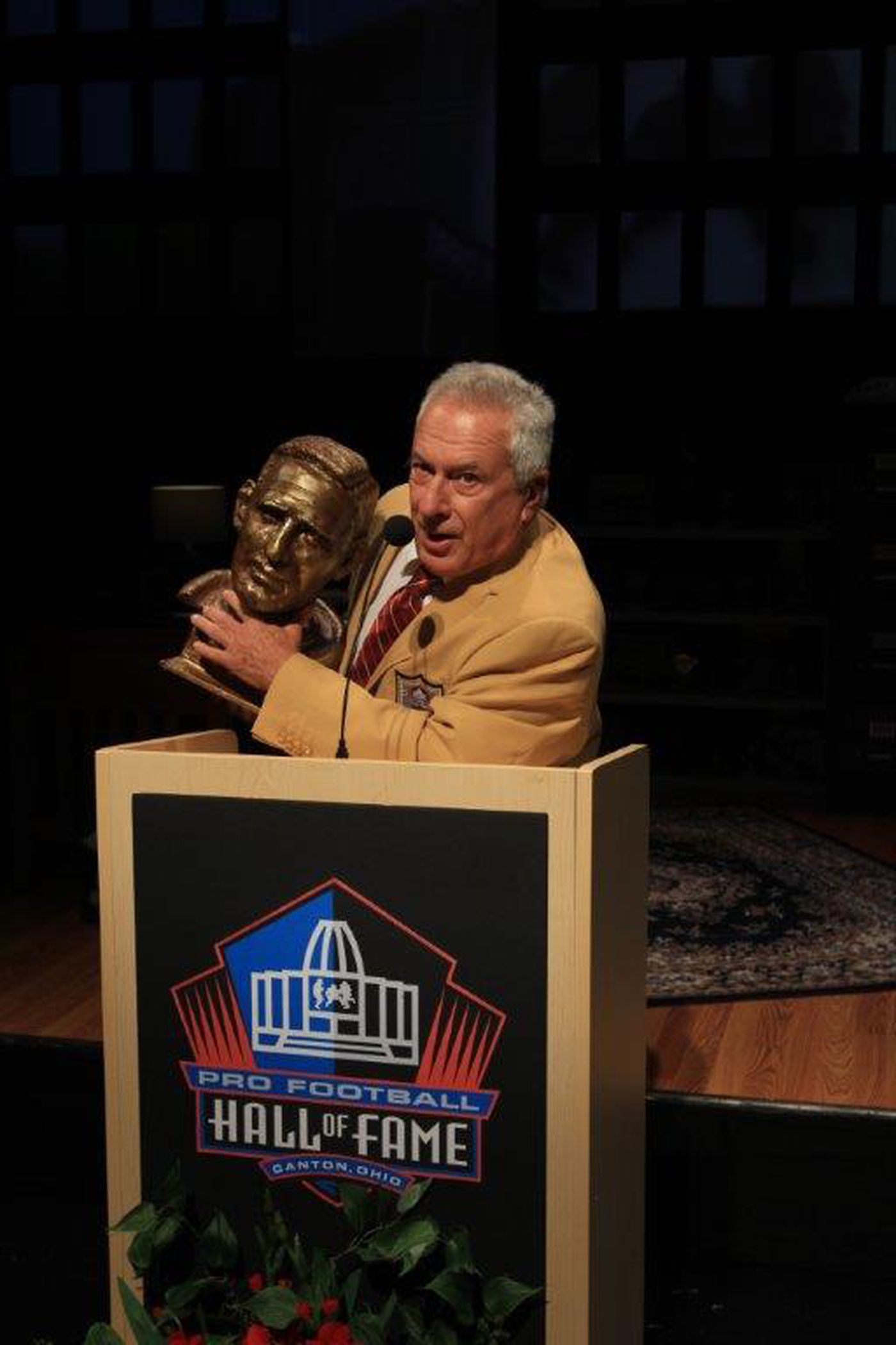 96f9c9c2a Tom Teti as Eagles wide receiver Tommy McDonald accepting his induction  into the pro football Hall of Fame in Ray Didinger s autobiographical play  Tommy and ...