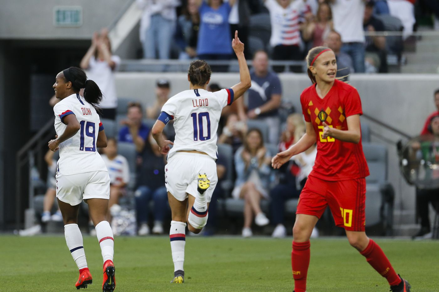 Carli Lloyd's 2 goals spark USWNT in 6-0 rout of Belgium