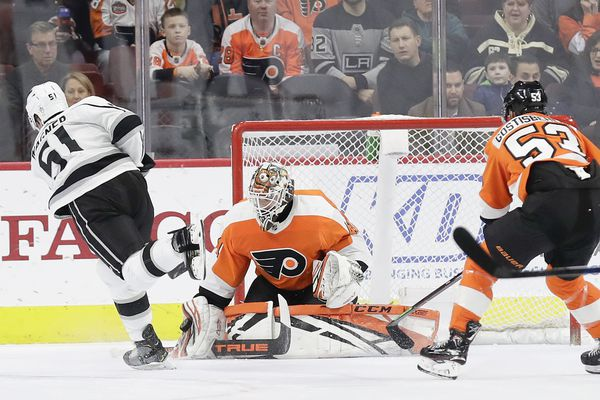 Is Anthony Stolarz playing his way back into the Flyers' goalie plans? | Sam Donnellon