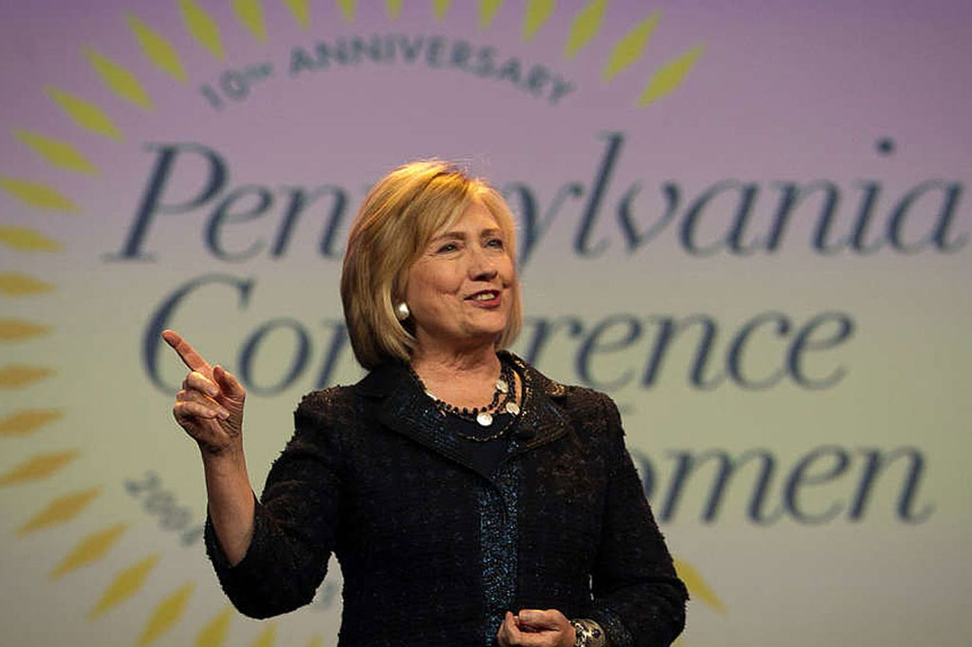 Poll: Democrats like Clinton but say she should face opposition