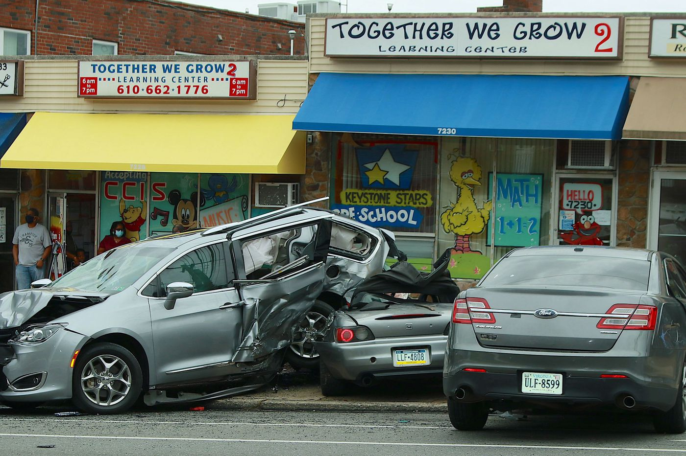 Man killed, 6 others injured in multi-vehicle crash in Overbrook Park