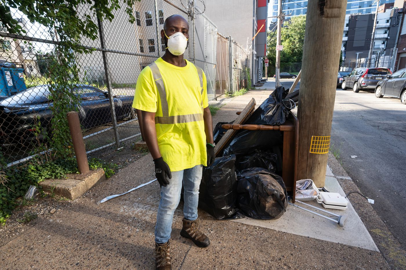 'Ya Fav Trashman' gives an inside look at Philly trash pickup on Instagram, and the city is listening
