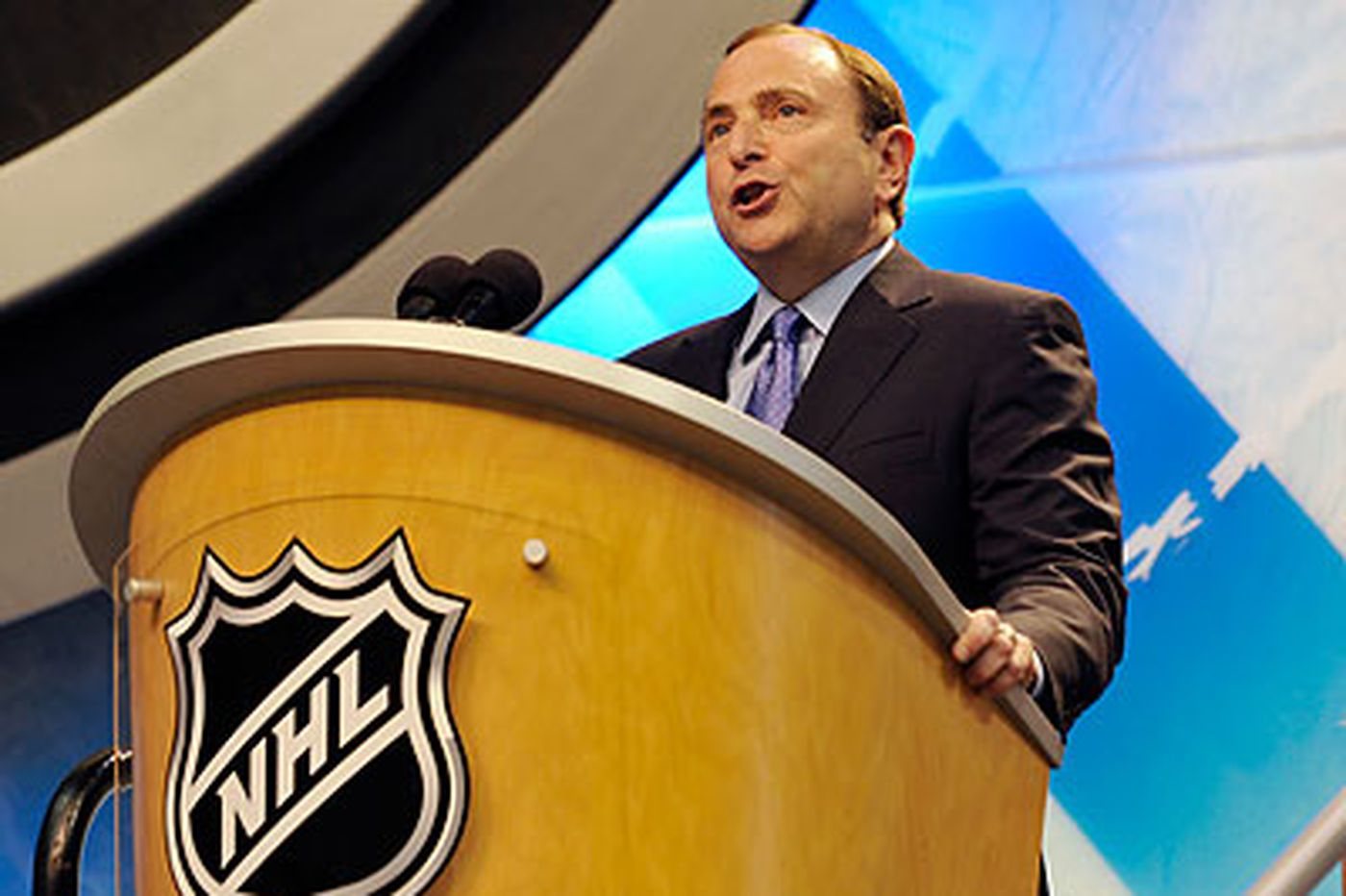 NHL approves realignment; Flyers stay with Penguins