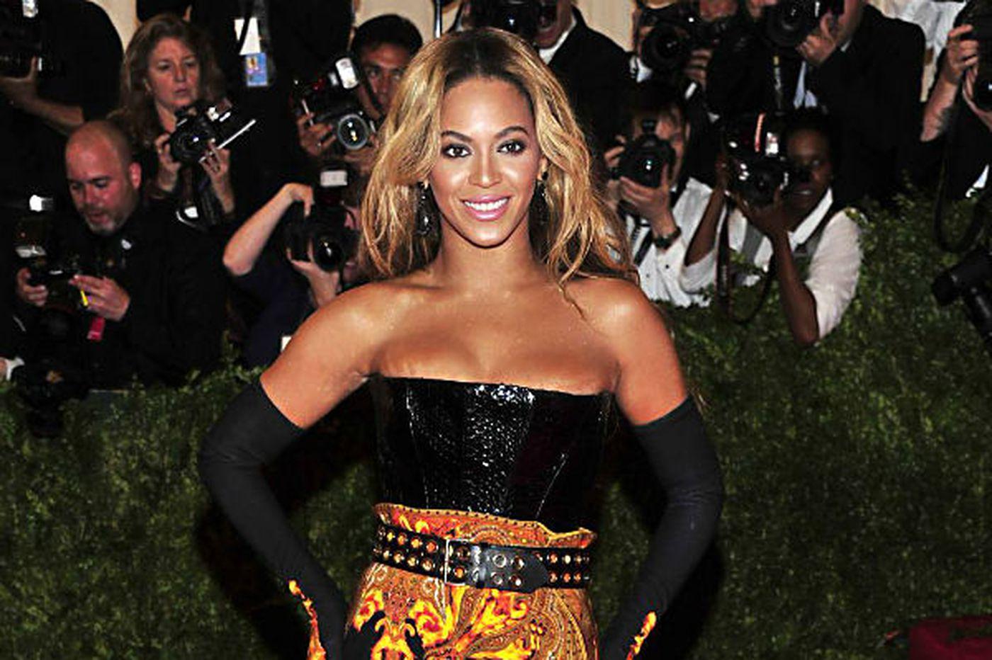 Sideshow: Beyoncé amazes world, drops album 'BEYONCÉ' online
