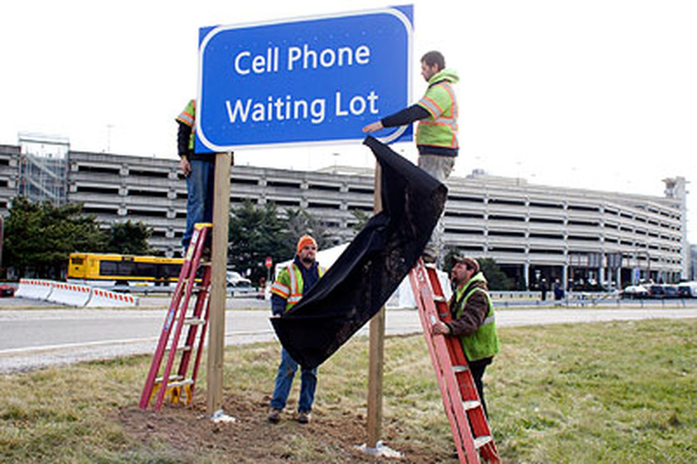 Airport gets new CEO and cell-phone lot