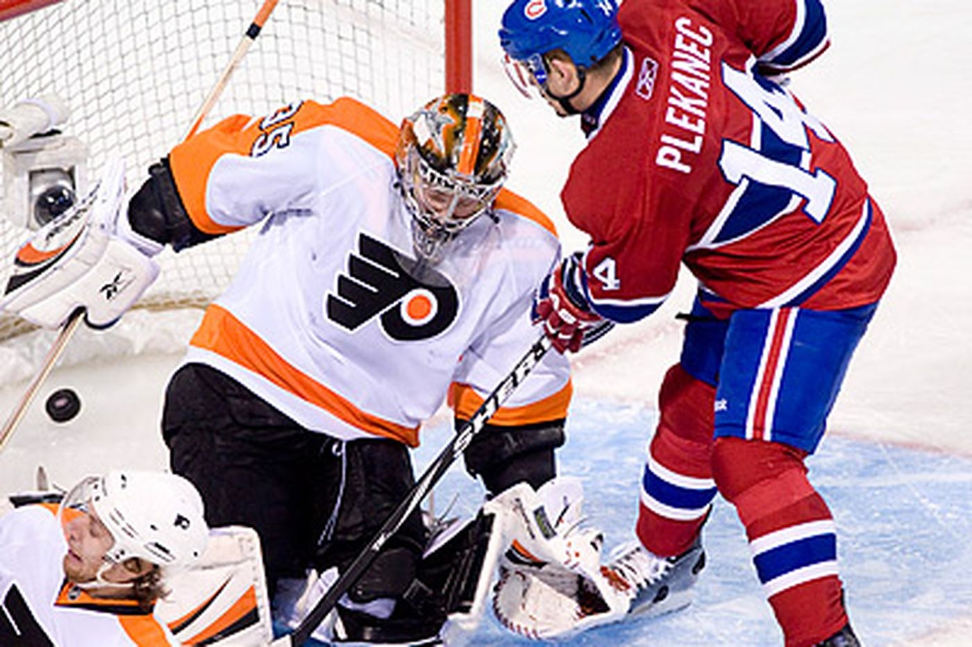 Flyers Notes: Laviolette says Flyers have two starting goalies in Boucher and Bobrovsky