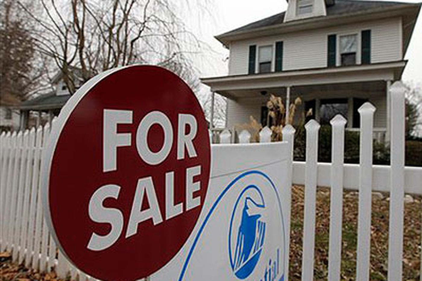 Sales of previously owned homes up in region, down in U.S.