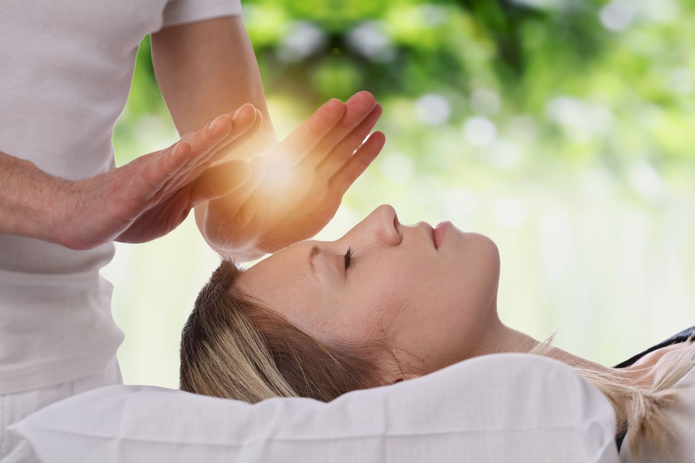 Does using complementary medicine for cancer reduce patients' survival?