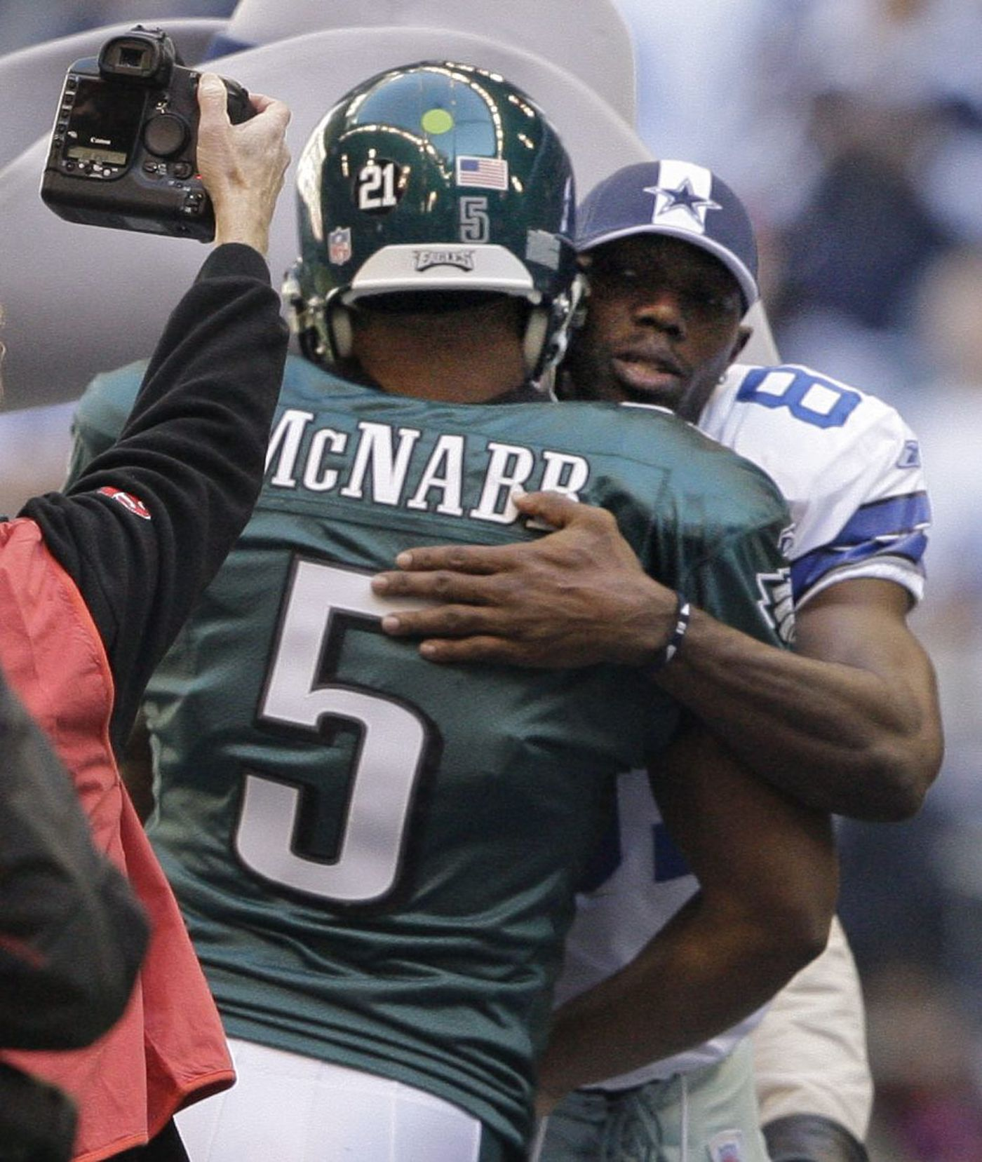 the latest d1efb 87fae Terrell Owens won't join Eagles fans in Canton. Here's how ...