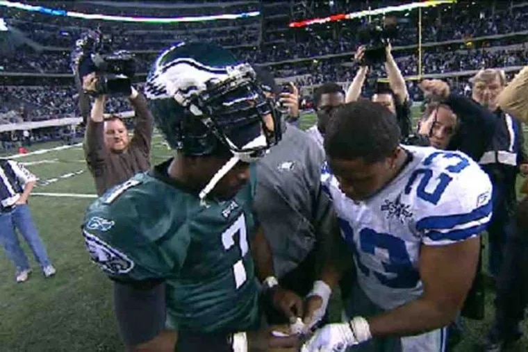 Cowboys' Tashard Choice (right) gets autograph from Eagles' Michael Vick after game.