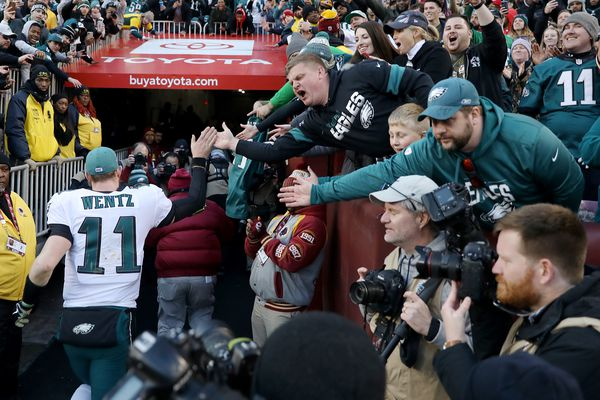 Carson Wentz, Greg Ward lead Eagles to 37-27 win over Redskins with 4th quarter rally