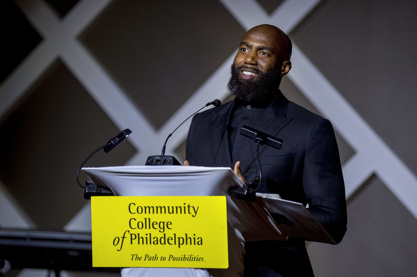 Eagles' Malcolm Jenkins receives award from Community College of Philadelphia for work in the inner city