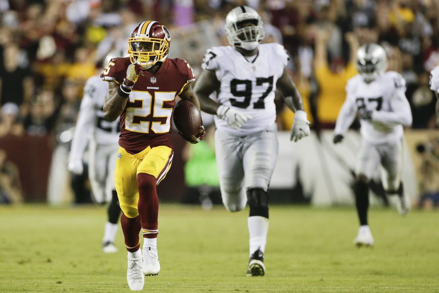 Eagles wary of Chris Thompson, whether he brings family or not