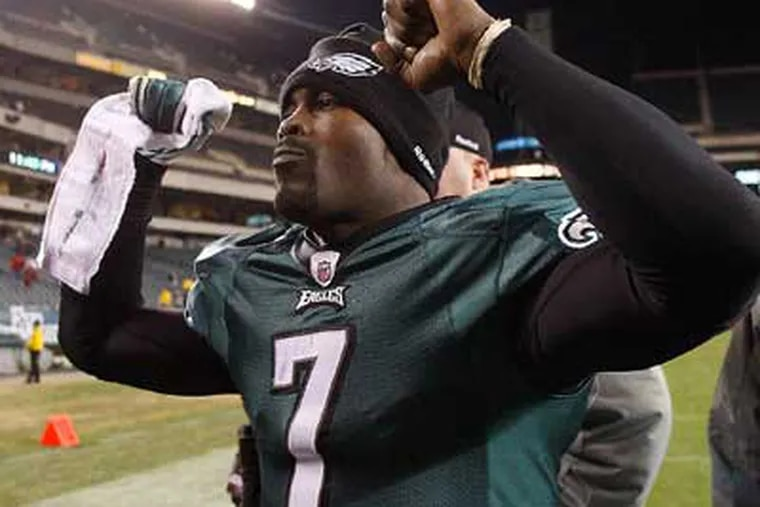 Michael Vick's popularity has soared since he became the full-time starter for the Eagles. (David Maialetti/Staff Photographer)