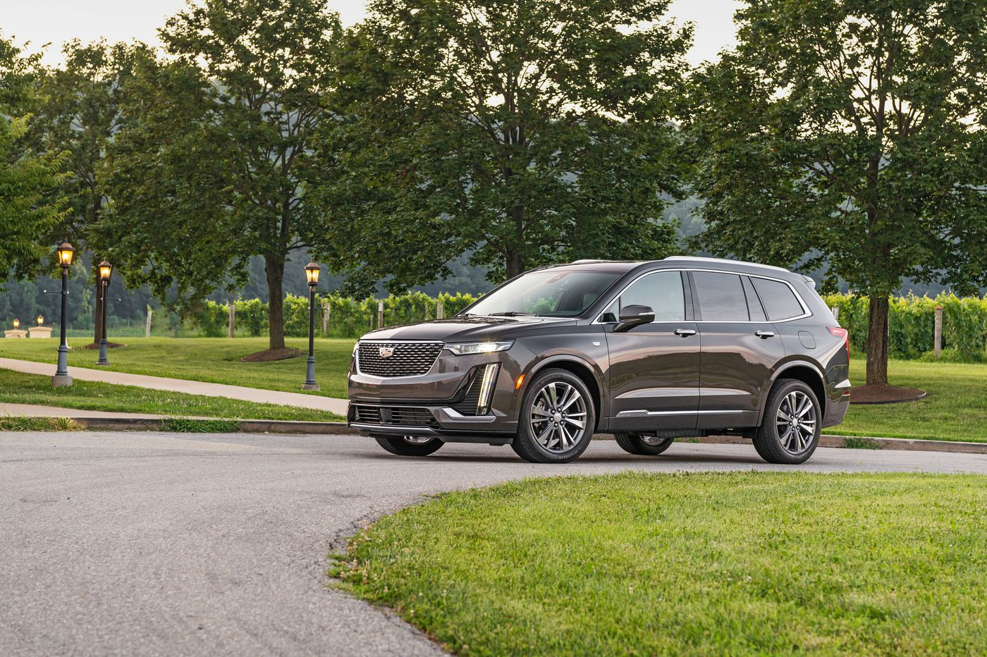 2020 Cadillac XT6 offers a smaller, cheaper three-row SUV, but not much more
