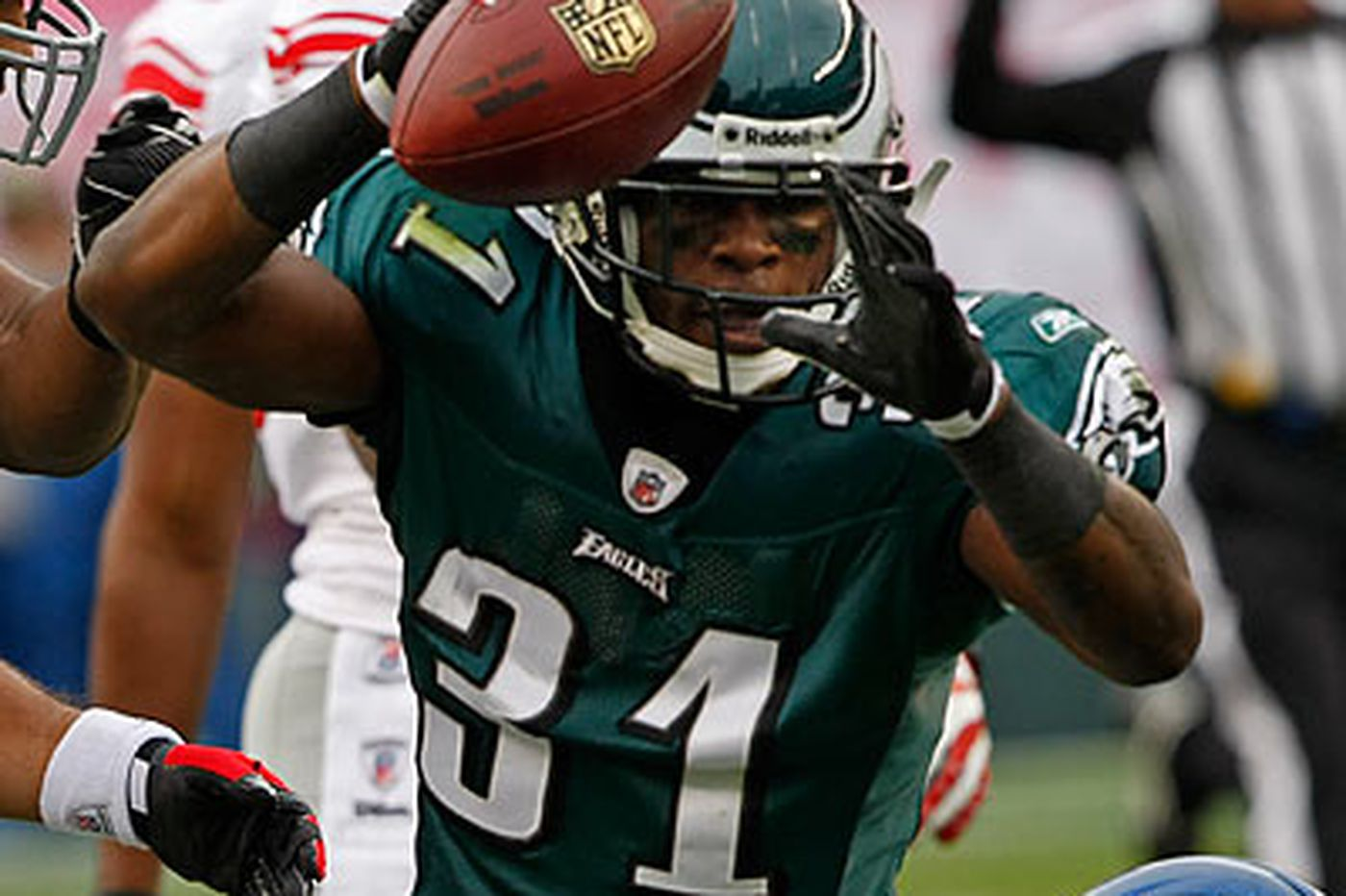 Cornerback Hobbs excited about starting role with Eagles