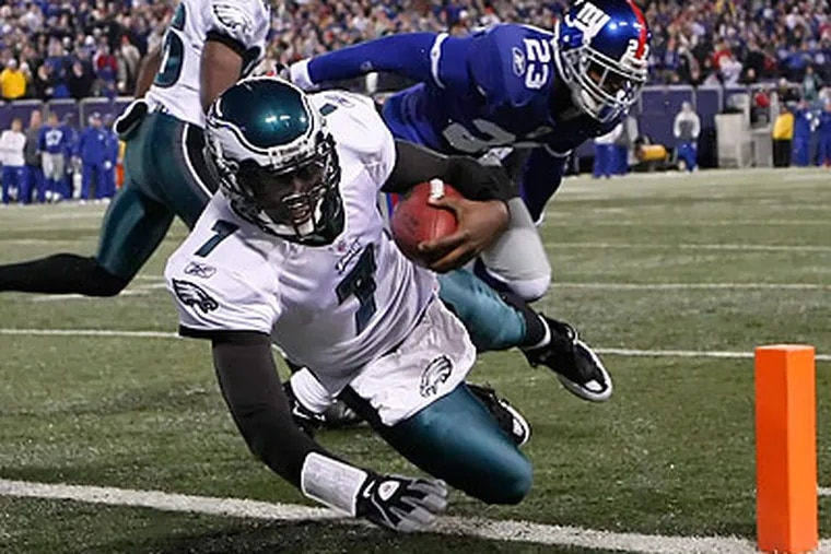 Michael Vick scored the Eagles' fourth touchdown of the first half with a one-yard run. (Ron Cortes/Staff Photographer)
