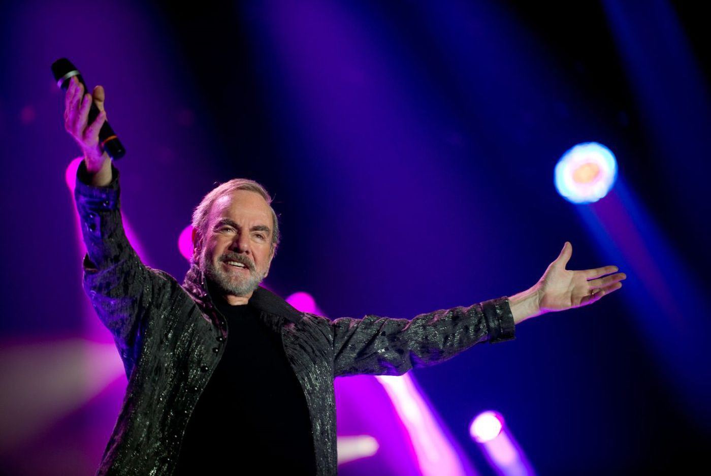 Neil Diamond, with hits and a message of inclusion on his 50th Anniversary tour