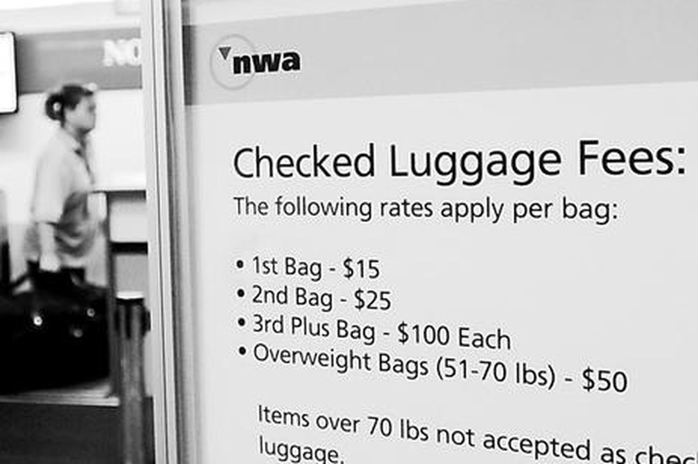 Airlines' grip on baggage fees is firm