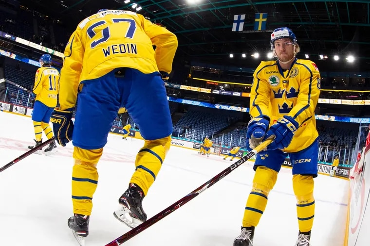 Right winger Linus Sandin (right), playing for Sweden in the Nordic Cup last year, signed with the Flyers on Wednesday.
