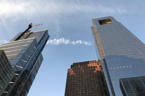 New Comcast tower overtakes Comcast HQ in height