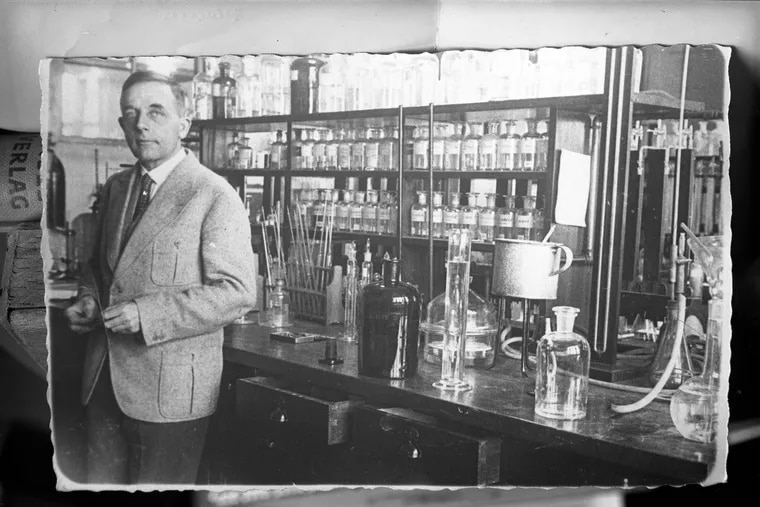 Otto Warburg in his lab in 1931, the year he won the Nobel Prize for his research on cellular metabolism