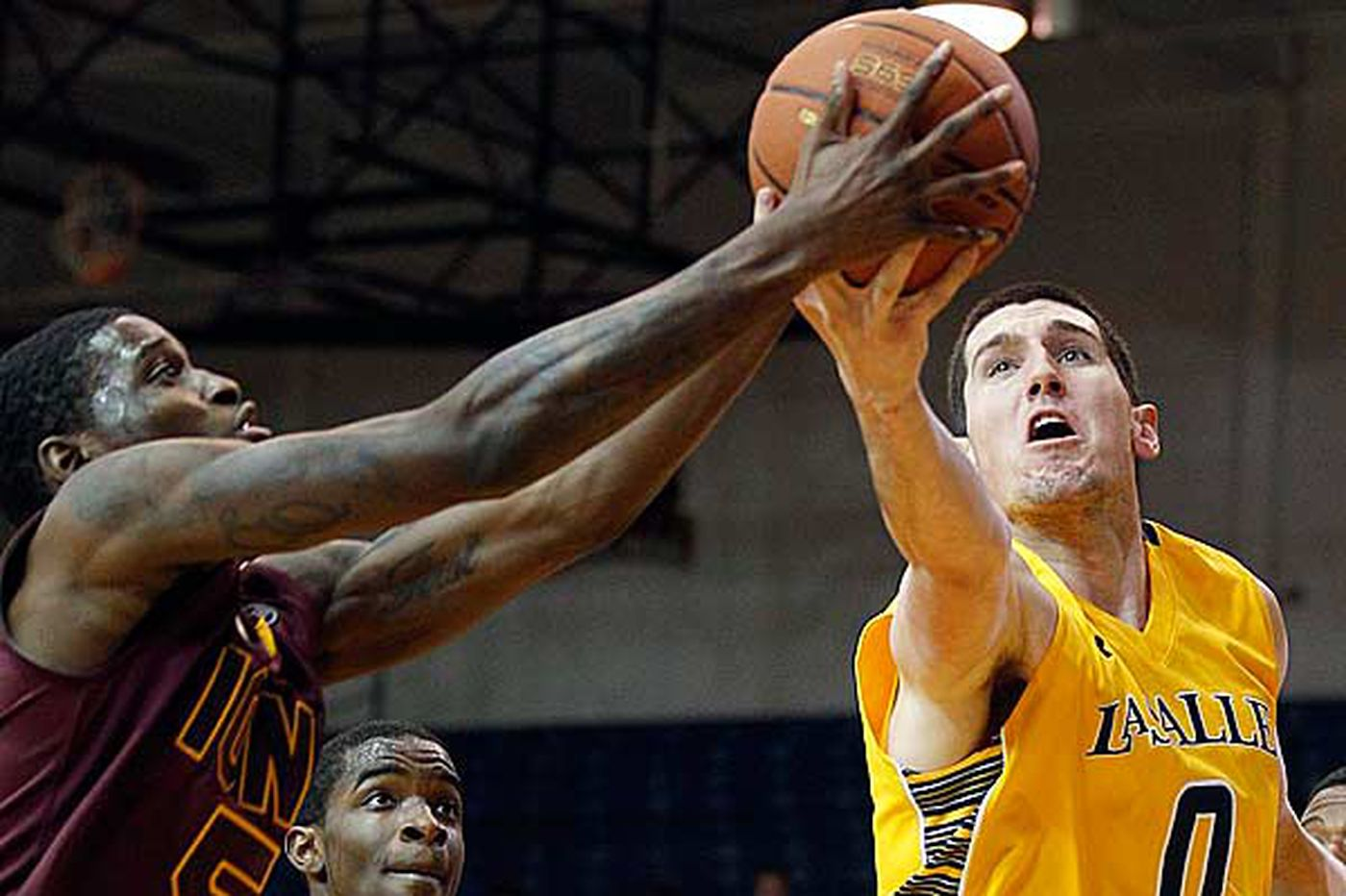 Garland stars as La Salle outpaces fast-paced Iona