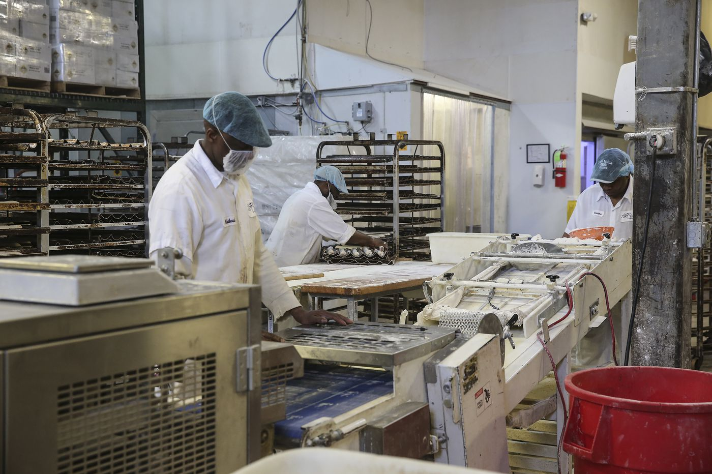 A sad day as coronavirus forces layoffs at Le Bus. Bakery vows: 'We intend to survive.' | Maria Panaritis