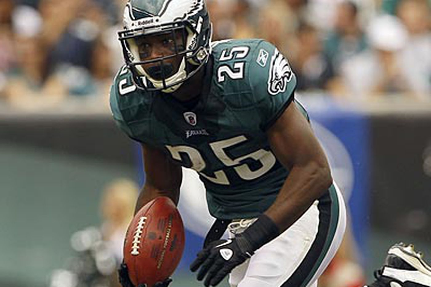 Eagles' Jackson advises McCoy not to hold out