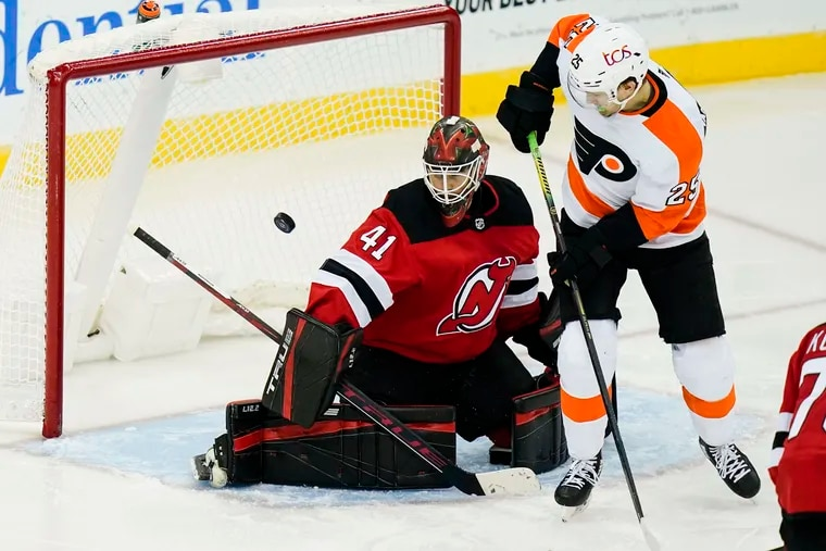 The Flyers' James van Riemsdyk scores against New Jersey Devils goaltender Scott Wedgewood during the second period on Tuesday night.