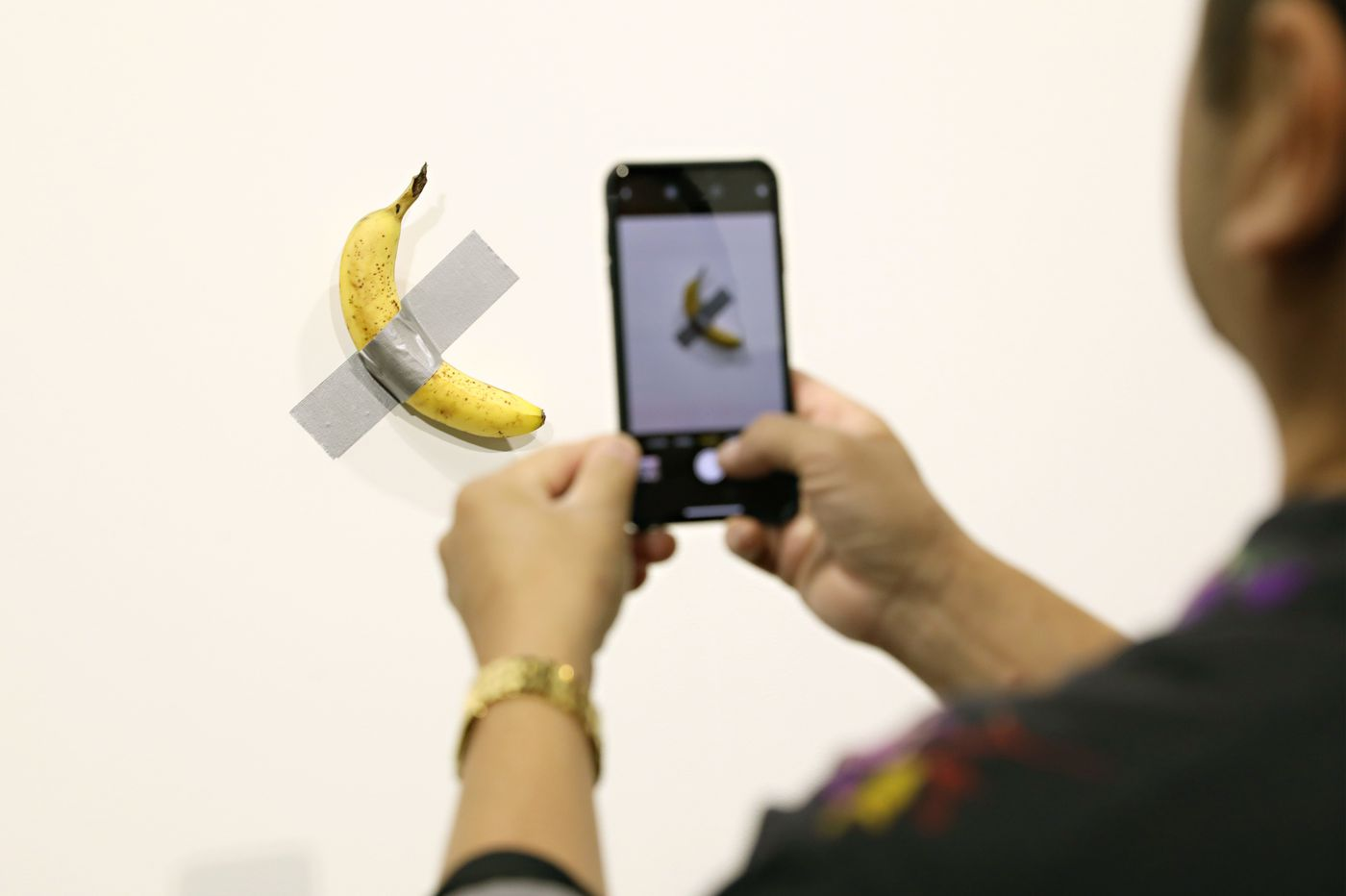 Banana wall vandalized with lipstick at Art Basel. The message was about Jeffrey Epstein