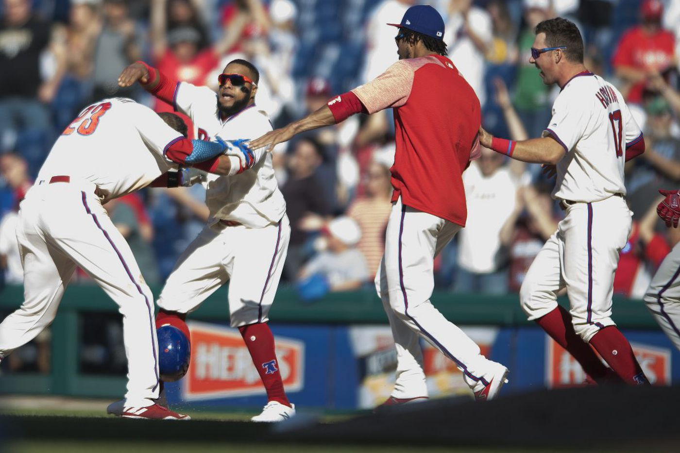 Phillies sweep Pirates on Aaron Altherr's walk-off single in 11th inning