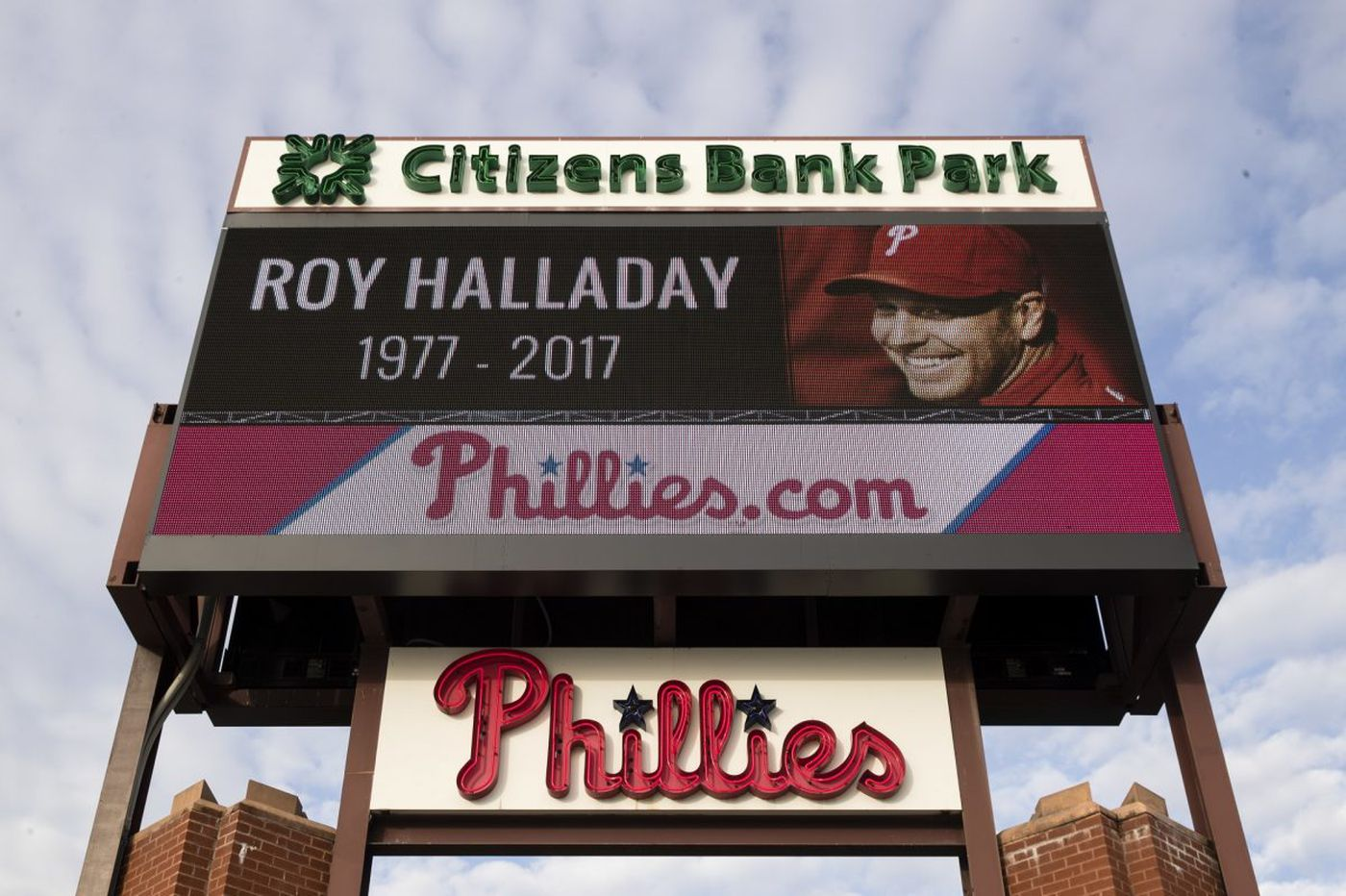 Man arrested after allegedly taking jersey from Halladay memorial