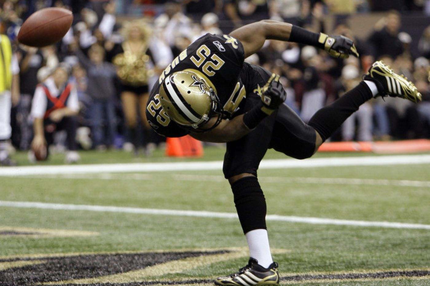 Saints rush, throw past Falcons