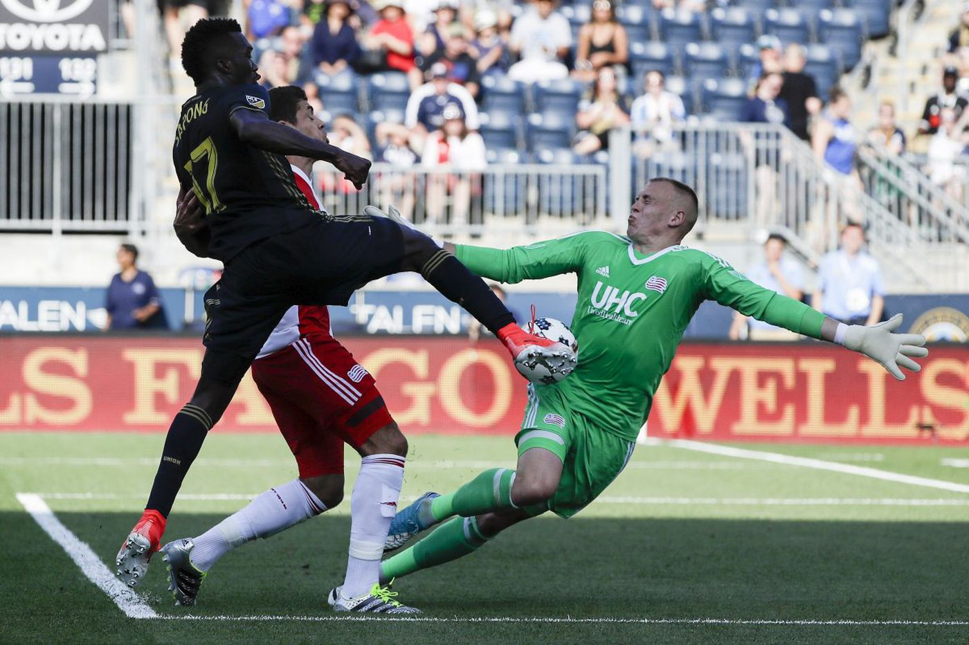 Union's C.J. Sapong gets contract extension after 16-goal season and solid 2018 debut
