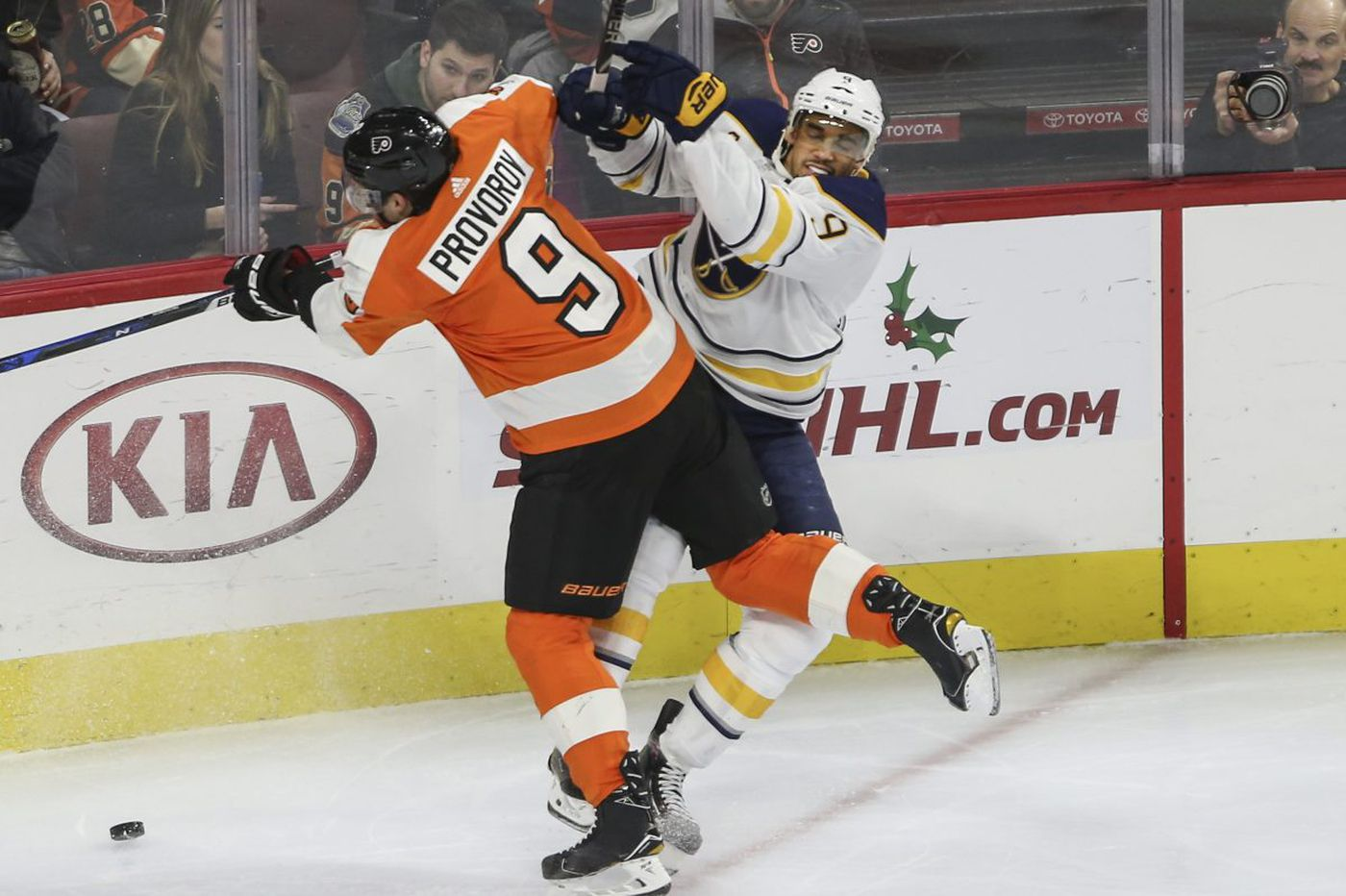 Flyers continue dramatic reversal, nip Sabres for 5th straight win