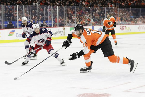 Flyers' Sean Couturier on pace to win Selke Trophy; Lehigh Valley Winter Classic to benefit special needs players